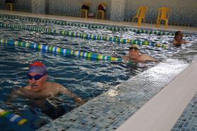 رقابت بازنشستگان در رشته دارت و شنا