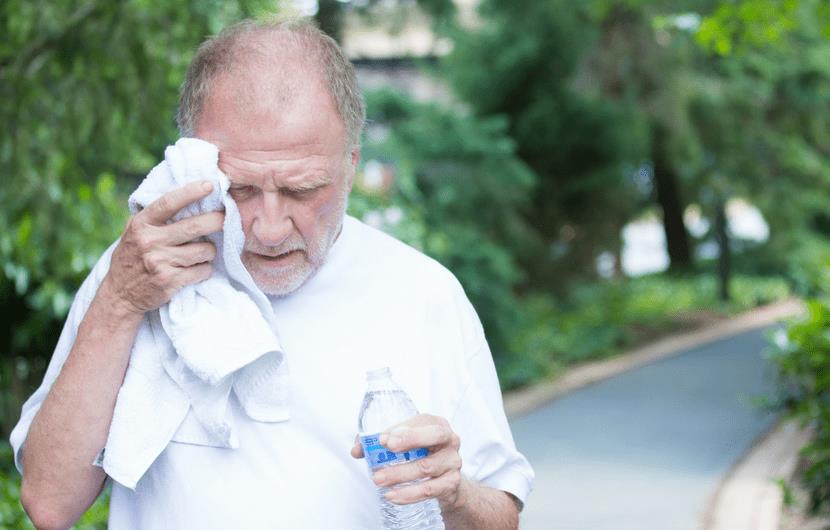 آیا میدانستید بیش از حد آب خوردن این عوارض را دارد؟