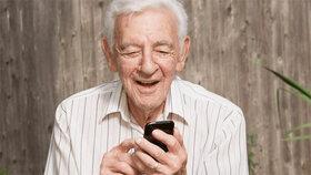 تاثیر رسانه های اجتماعی در زندگی سالمندان