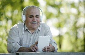 بررسی تاثیر موسیقی بر سالمندان